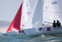 J/22s sailing offshore