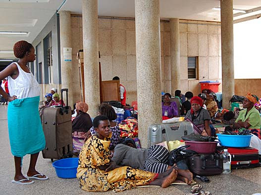 Relatives of Hajii Suleiman Sajjabi await word on poisoned Christians at Mbale Regional Hospital. (Morning Star News)