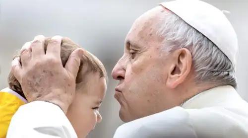 Quien sufre entiende mejor el valor divino de la vida, explica el Papa Francisco