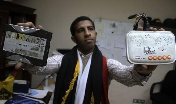 En El Cairo, unas 2.500 personas lograron irrumpir en la sede del organismo en el barrio de Medinet Naser, donde encontraron ocho pisos subterráneos con cámaras de tortura, oficinas y salas de descanso para los interrogadores