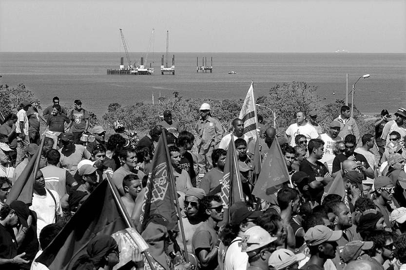 Movilización del SUNCA en apoyo a los trabajadores de la construcción de la planta regasificadora, ayer, en Puntas de Sayago. Foto: Sandro Pereyra