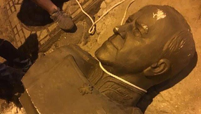 In Odessa, sloeg een borstbeeld van maarschalk Zhukov.  24 augustus 2017