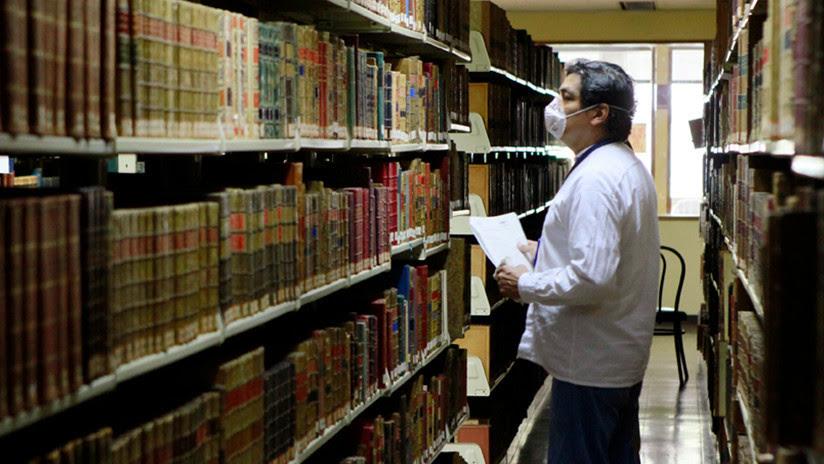 El asombroso viaje por una rara biblioteca latinoamericana que guarda tesoros de hace 4.000 años