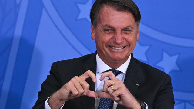 Bolsonaro defende cloroquina e diz que ninguém pode obrigar a vacina
