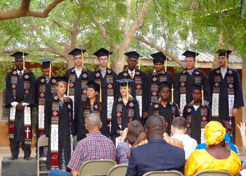 13명의 졸업생들