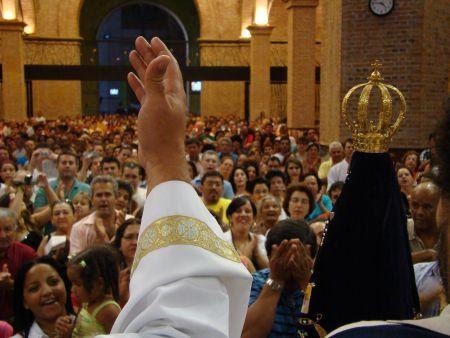 Nossa Senhora Aparecida - Mãe e Padroeira da família brasileira - Revista Arautos do Evangelho - Revista Católica