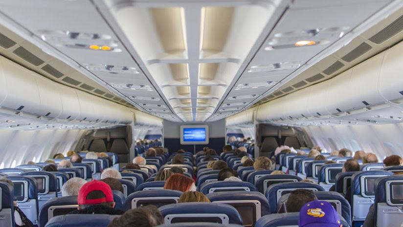 VIDEO: Expulsan a un matrimonio de ancianos españoles de un avión por no entender a la tripulación