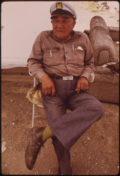 File:AVERY WINNEMUCCA IS ONE OF SEVERAL PAIUTE INDIANS WHO RUN THE DOCK AT SUTCLIFFE'S LANDING, PYRAMID LAKE INDIAN... - NARA - 553090.tif