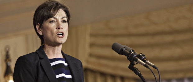 Iowa Lt. Gov. Kim Reynolds speaks to supporters of U.S. Republican presidential candidate and former Massachusetts governor Romney at Hotel Fort Des Moines in Des Moines