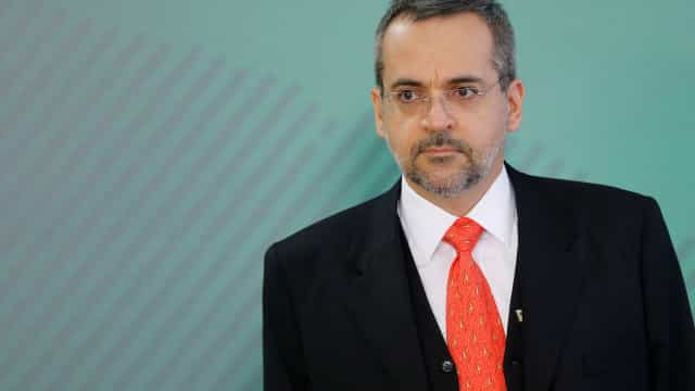 Brasil deve ficar em último em prova internacional, diz Weintraub