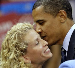 Obama kisses Schultz