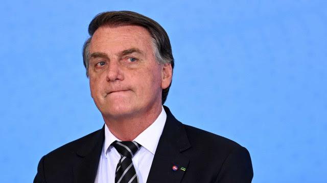 Bolsonaro diz não ter visto Santos por falta de passaporte da vacina; clube nega contato