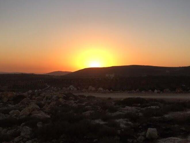 qusra-couche-de-soleil