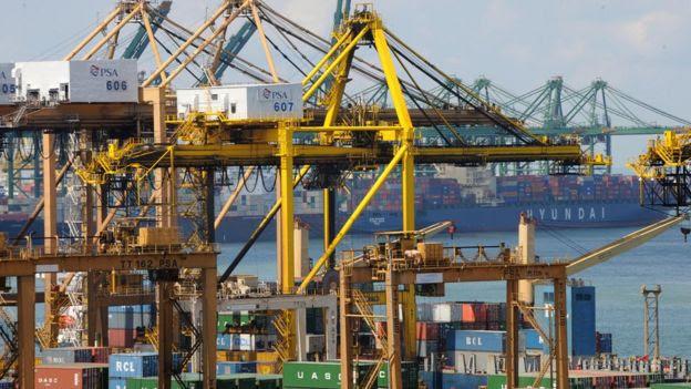 Derechos de autor de la imagen GETTY IMAGES Image caption El puerto de Singapur se ha convertido en uno de los más grandes del sureste asiático.