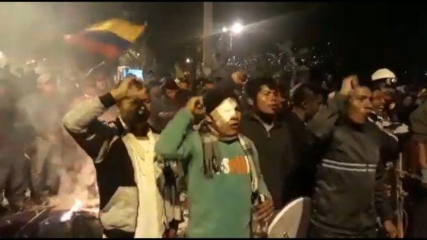 Los ecuatorianos celebraron en las calles la derogación del decreto 883 que eliminaba los subsidios a los combustibles.