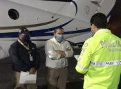 Jacobo llegó acompañado de agentes de la policía colombiana.