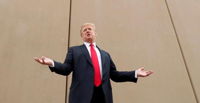 Donald Trump, en marzo del año pasado, durante su visita a la frontera entre California y México. /REUTERS