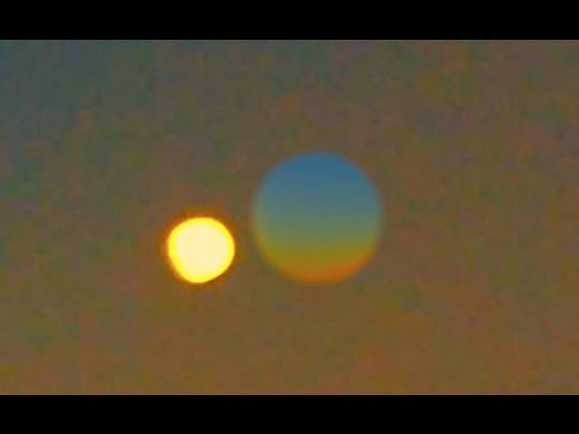 Light Bends Around the Earth | Rare Phenomenon Visible on Opposites Sides of Planet!  Sddefault
