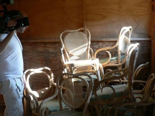 Sillas usadas en las primeras salas que se improvisaron para los interrogatorios.
