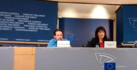 Teresa Rodríguez, junto al secretario general del partido, Pablo Iglesias, en una imagen publicada en Twitter por la también eurodiputada de Podemos Tania González.