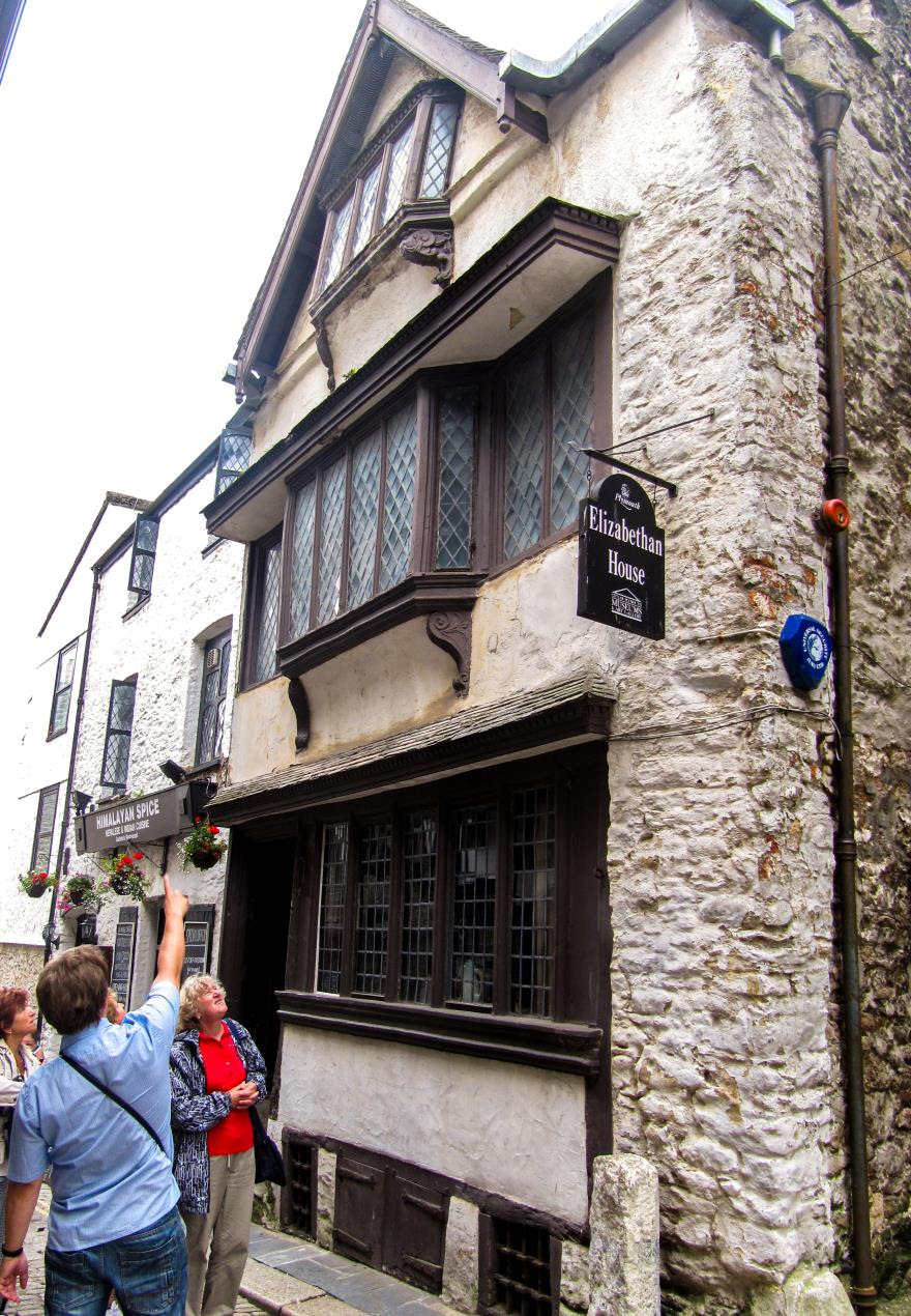 Elizabethan House Exterior - Wikimedia