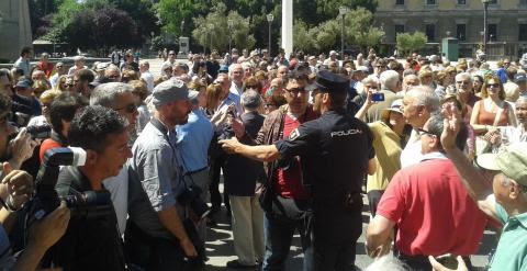 "Fotografía de la manifestación ""anti-Podemos"" que se ha celebrado este sábado en Colón / A.I"