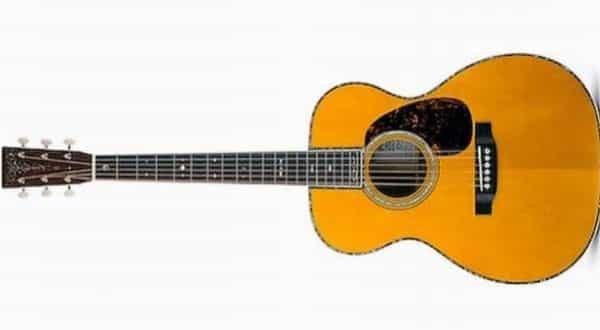 Eric Claptons CF Martin Co circa 1939 entre os violoes mais caros do mundo