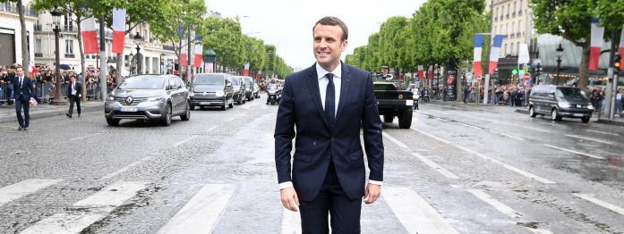 Macron salué par les éditorialistes, Valls règle ses comptes, Dupont-Aignan s'éloigne du FN...