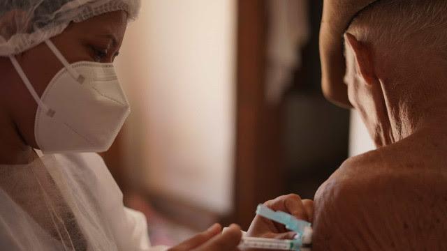 Vacinados contra covid no Brasil somam 9,2 milhões, 4,39% da população