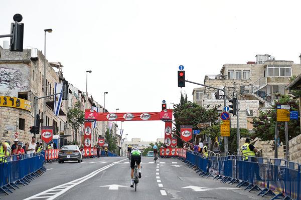 Giro, quinta tappa da Agrigento: l'omaggio alla tragedia del Belice