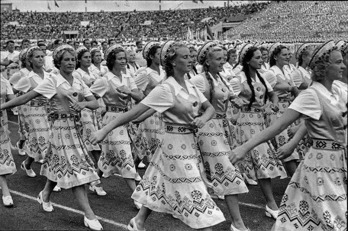 Июльский спортивный фестиваль на стадионе «Динамо». СССР, Москва, 1954 год.