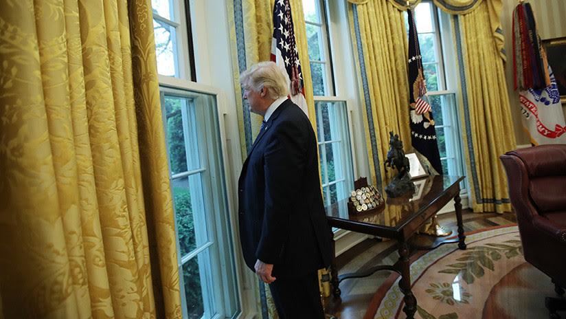 """""""Pobre de mí"""": Trump se queja en víspera de Navidad de que está """"solo en la Casa Blanca"""""""