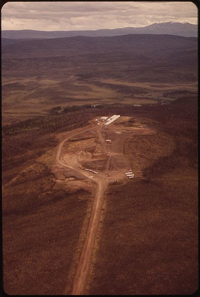 File:HESS CREEK CAMP. VIEW WEST - NARA - 550565.jpg