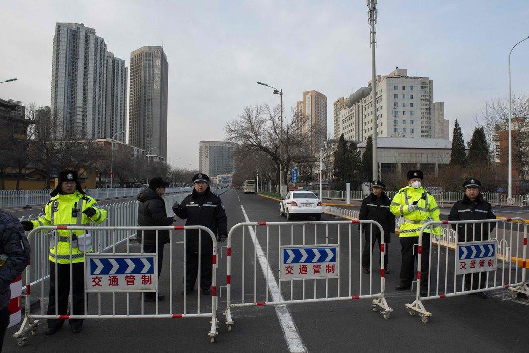 週三,警方封鎖了天津第二中級法院門前的街道。