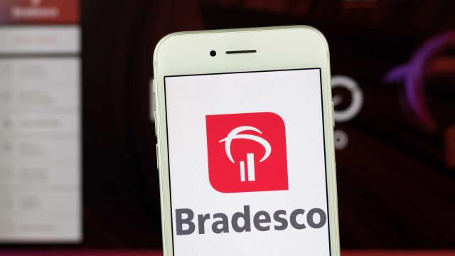 Bradesco fecha 1.083 agências e desliga 7.754 pessoas do quadro de funcionários