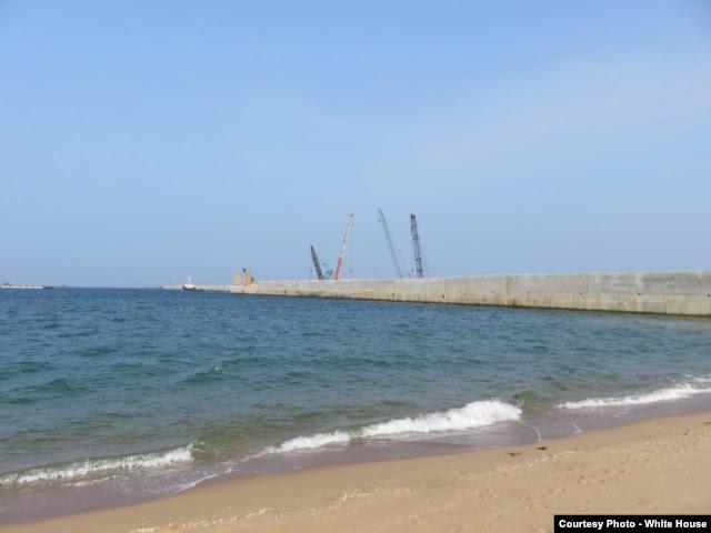 """Cảng nước sâu Sơn Dương, 1 trong 4 tử huyệt của VN trên Biển Đông, cùng vùng biển bao la kéo dài 5km, đã thuộc quyền kiểm soát của người TQ trong ít nhất 70 năm. Với những đường hầm khổng lồ thông ra biển, chỉ có Trời mới biết người TQ sẽ đưa gì từ """"lãnh hải"""" của họ vào """"lãnh thổ"""" của họ."""