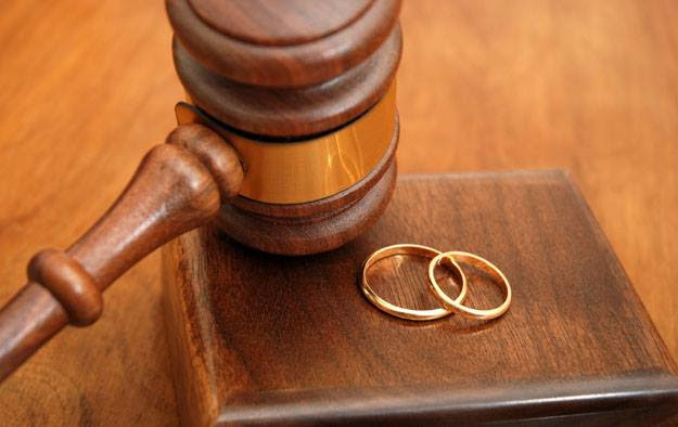 Ερώτηση Θάνου Πλεύρη για να απαγορευθεί ο γάμος με ανήλικο