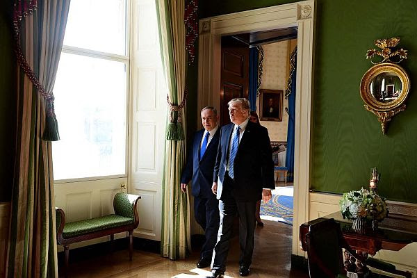 The US president and the Israeli prime minister caught a quick moment for a serious talk while strolling through the Green Room at the White House, giving photographers another chance to grab a shot.