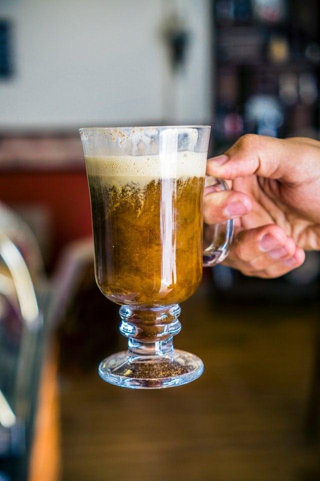 Come si beve il caffè nel mondo? Imparare i diversi modi