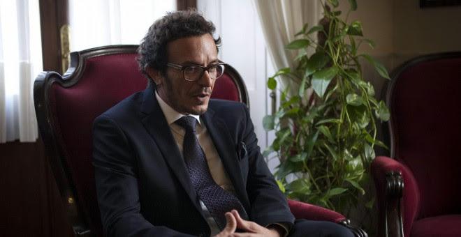 El alcalde de Cádiz, José María González Santos 'Kichi', durante la entrevista concedida a Efe