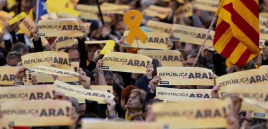 """Des indépendantistes défilent à Barcelone ce dimanche 11 mars, pour """"la République maintenant""""."""