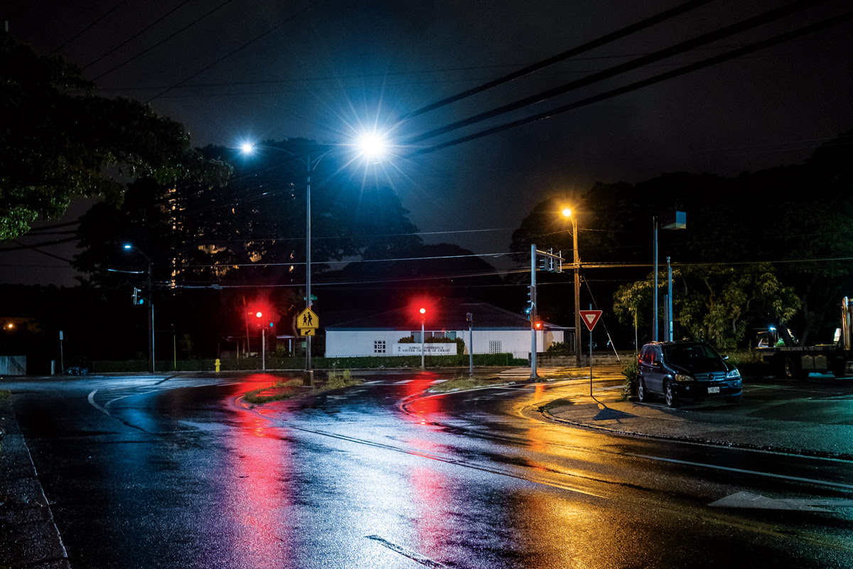 Intersection of Nu'uanu Avenue and Pau'oa Road where there are both the new blue light LED streetlights and the old (yellow) sodium streetlights. | Photo: Aaron Yoshino