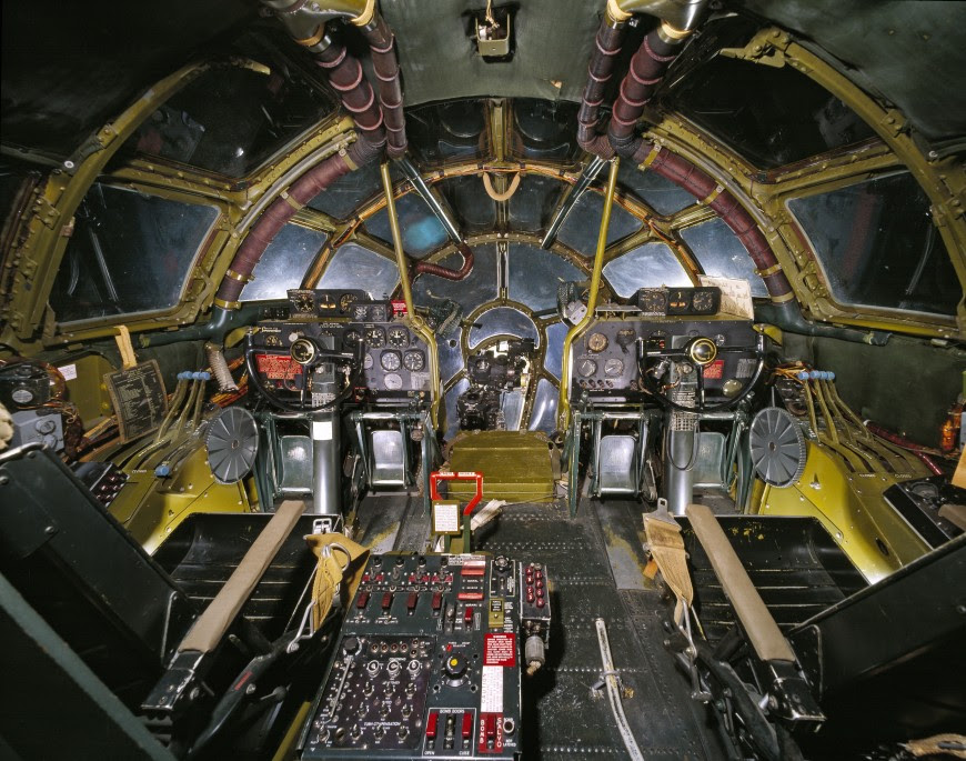 http://www.laboiteverte.fr/21-cockpits-davions/09-cockpit-avion-enolagay/