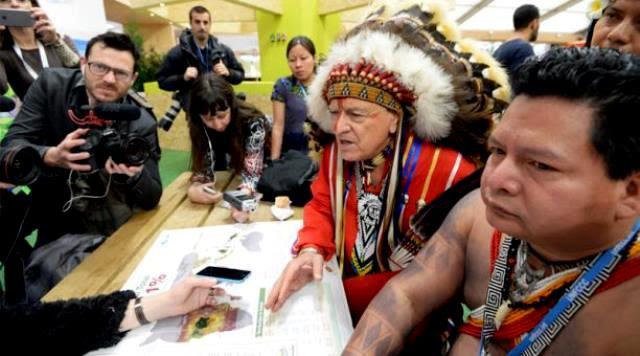 Representantes de ONGs e indígenas presionan en la COP21
