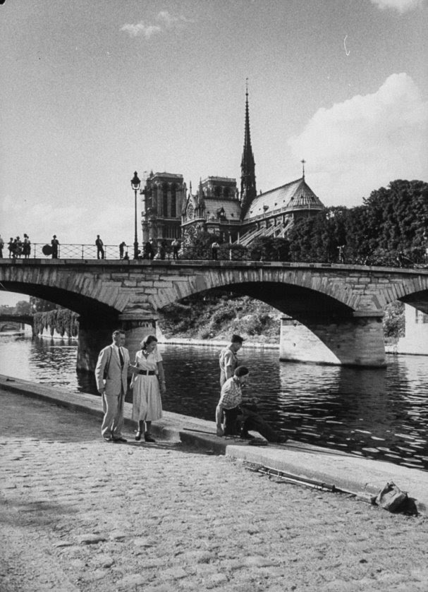 eople beside the River Seine with Notre Dame Cathedral in background (© Thomas D