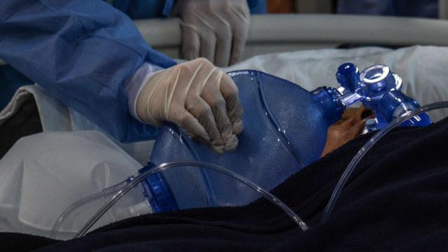 Fiocruz: cai média de idade de mortes e de casos de covid-19
