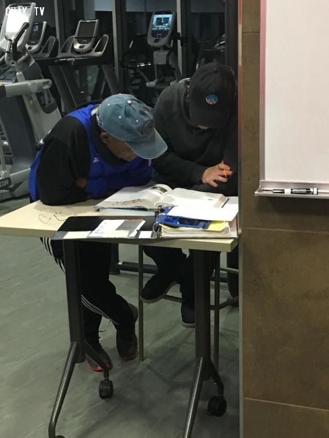 Mỗi lần đi tập gym, tôi đều thấy người đàn ông này dạy cậu nhân viên cách tính toán.,Hoa Kỳ,nước mỹ,lòng nhân ái