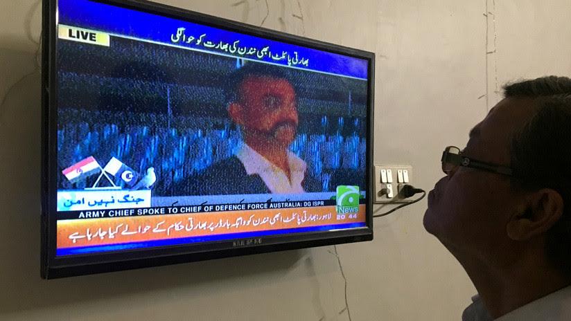 PRIMERAS IMÁGENES: Pakistán devuelve a la India al piloto capturado