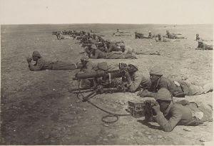 מקלענים בצבא העות'מאני מפעילים מכונות ירייה מסוג MG08