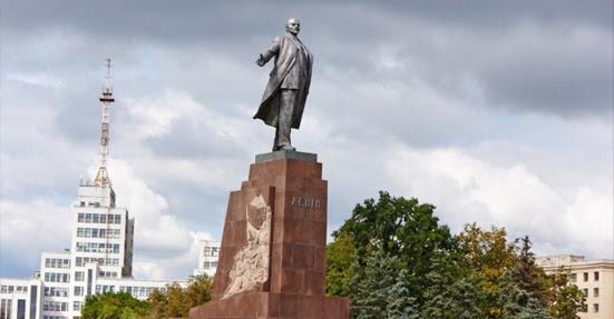La cour de Kharkov invalide la destruction du monument à Lénine